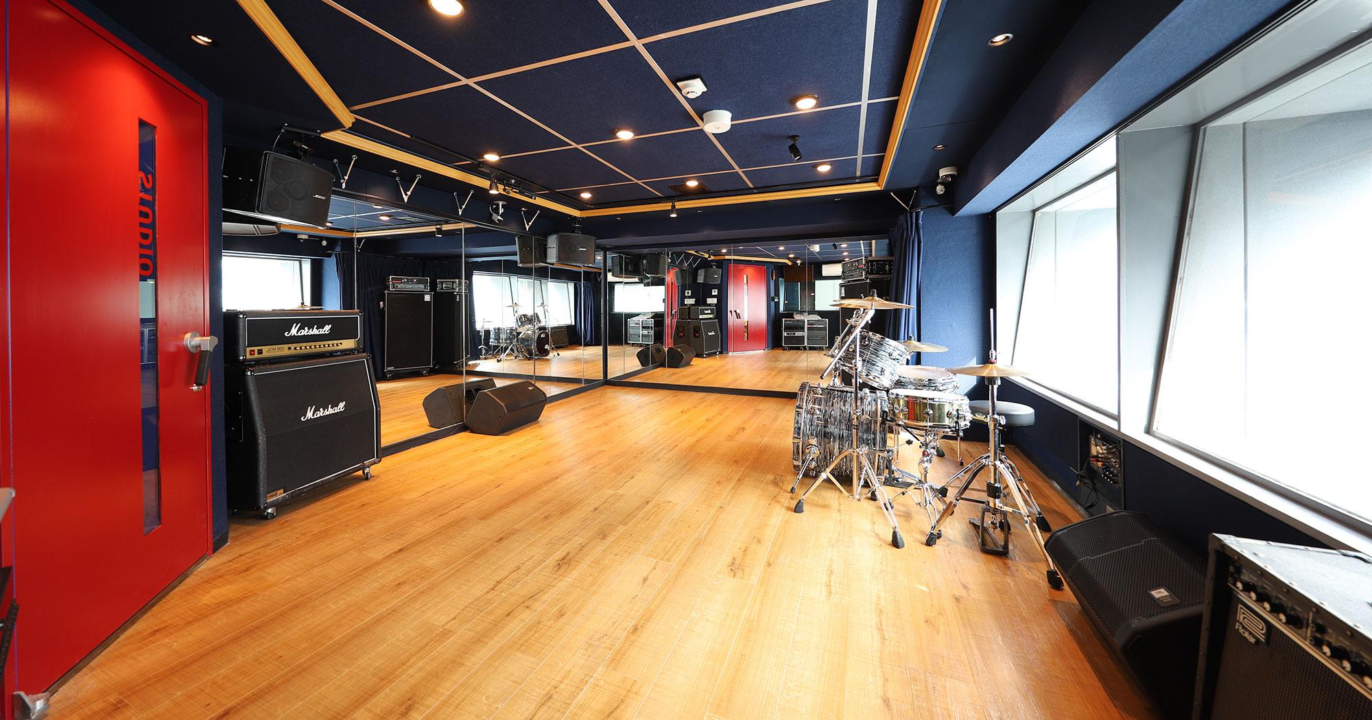 【超完全プライベートスタジオ】駒沢店の4階Fstがこの度リニューアルオープンしました!! 16帖+12帖のサブルーム付きの超完全プライベート型のバンドスタジオです。